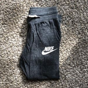 Cropped Nike sweatpants